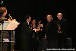 Juan Grecos, Presidente de Amigos de la Guitarra de Valencia hace entrega del Premio Trujamán de la guitarra, en la Modalidad Individual, a D. Alberto López Poveda