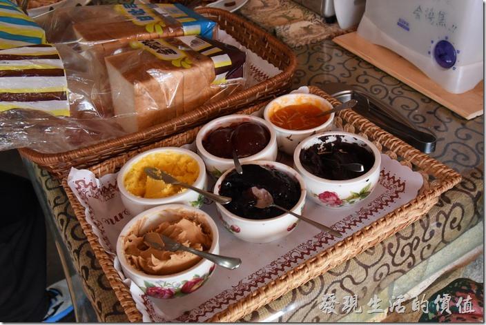 南投清境-珂之幄山莊。早餐也有土司及沾醬供應。