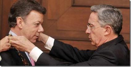 Uribe condecora a Santos