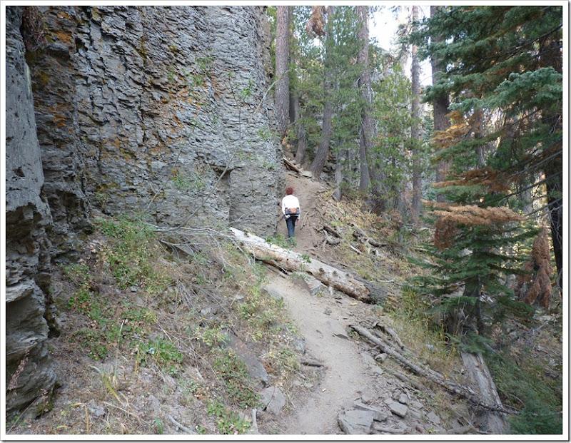 Rainbow Falls CA hike