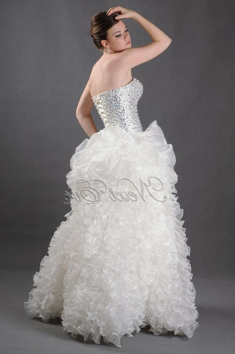 Amazing Strapless Wedding Gown With Ruffles