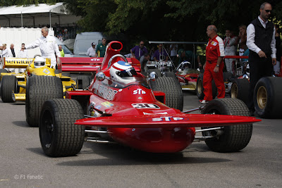 Кристиан Хорнер за рулем March 711 на фестивале скорости в Гудвуде 2011