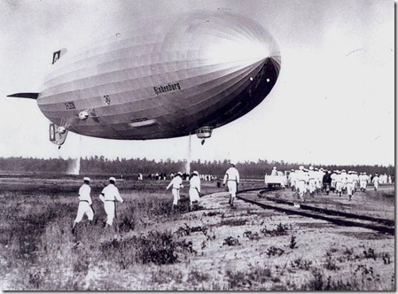 Hindenburg landing at Lakehurst, 1936