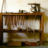 Hamerstandaard in atelier van Marinus Zwollo