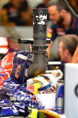 Жан-Эрик Вернь и его Toro Rosso с трубой на Гран-при Абу-Даби 2014