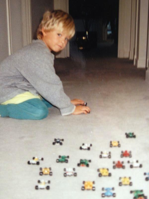 пятилетний Нико Росберг играет машинками Формулы-1