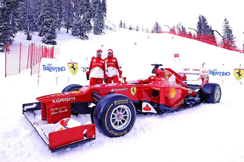 Фернандо Алонсо и Фелипе Масса рядом с болидом Ferrari на снежных склонах на Wrooom 2013