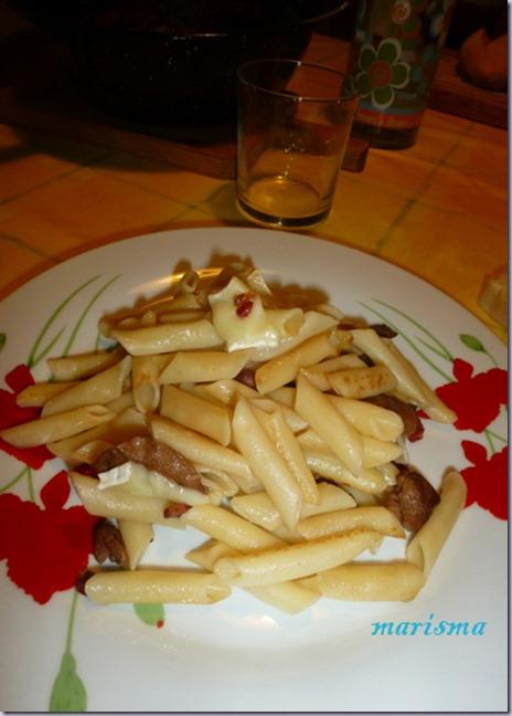 macarrones con senderuelas y queso brie,racion copia