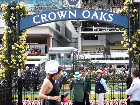 crown oaks_sign