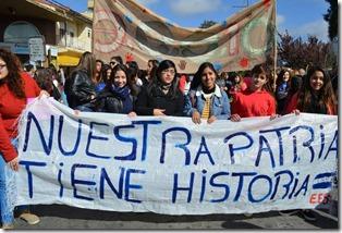 Los estudiantes marcharon bajo la consigna Nuestra Patria tiene historia