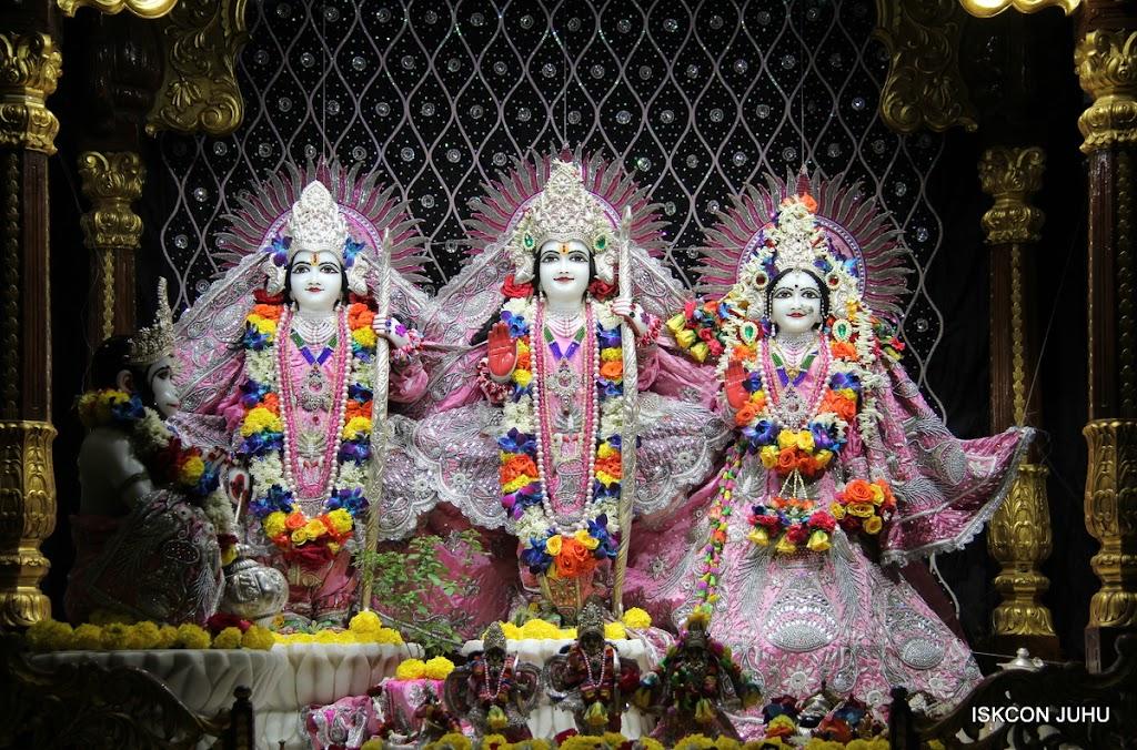 ISKCON Juhu Sringar Deity Darshan 20 Jan 16 (48)