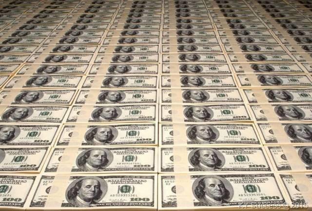 梦见钞票是什么意思?梦见一叠一叠的美金呢!
