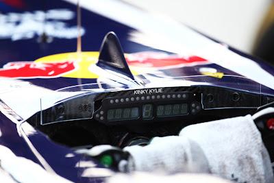 Kinky Kylie на болиде Red Bull Себастьяна Феттеля на Гран-при Кореи 2011