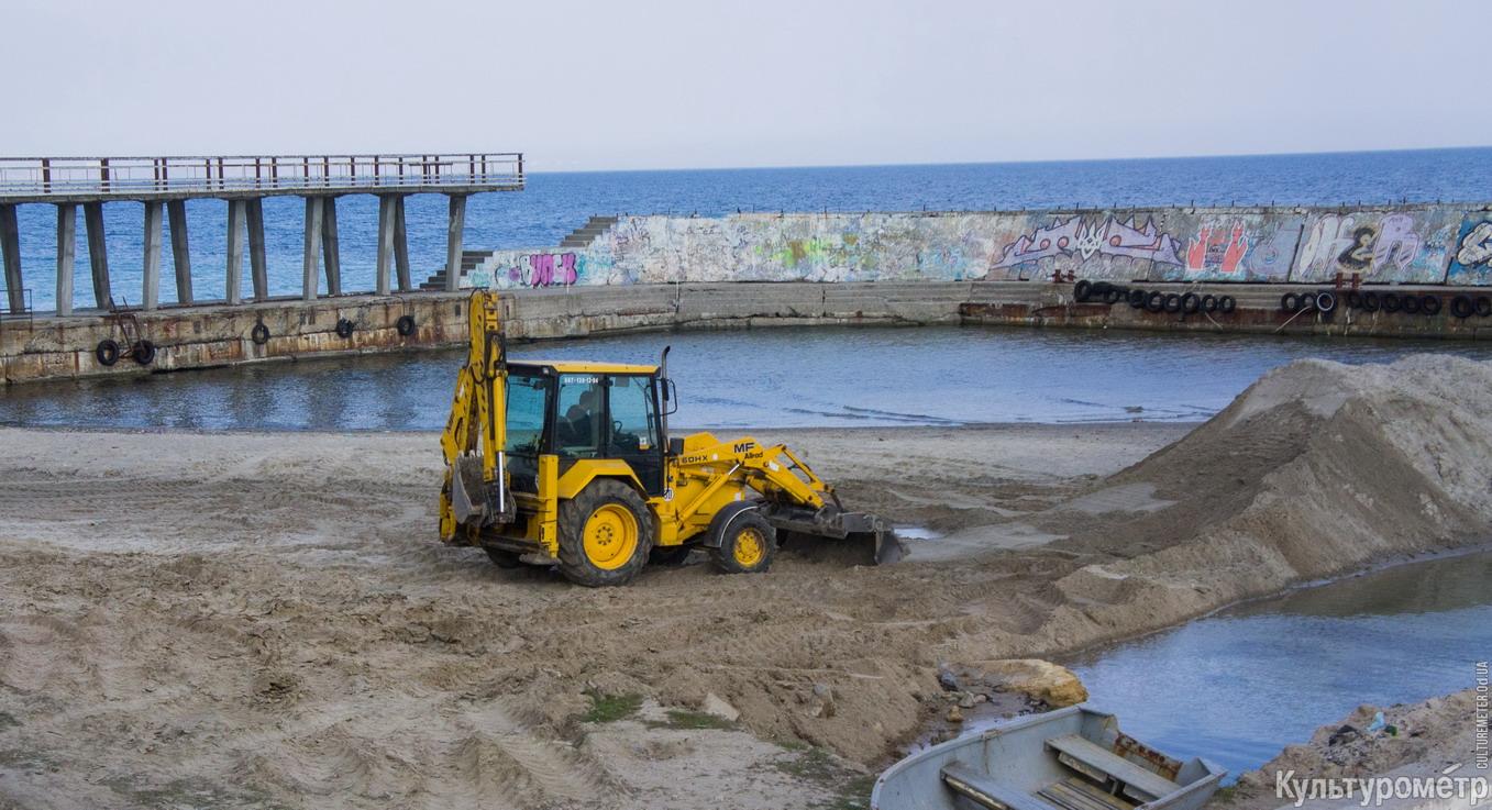 На одесском Ланжероне экскаваторы возят песок с одного пляжа на другой (ФОТО), фото-3