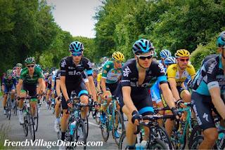 French Village Diaries Tour du Poitou-Charentes 2015 peloton