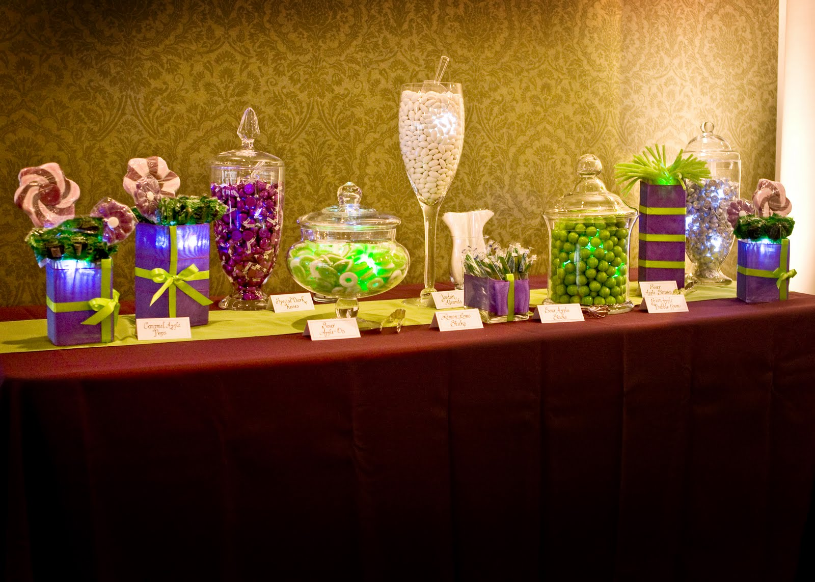 candy bar to the wedding