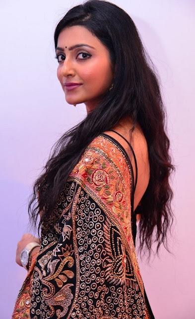 Avanthika saree back