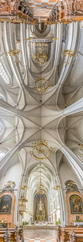 Vertical-Churches-from-around-the-World23__880