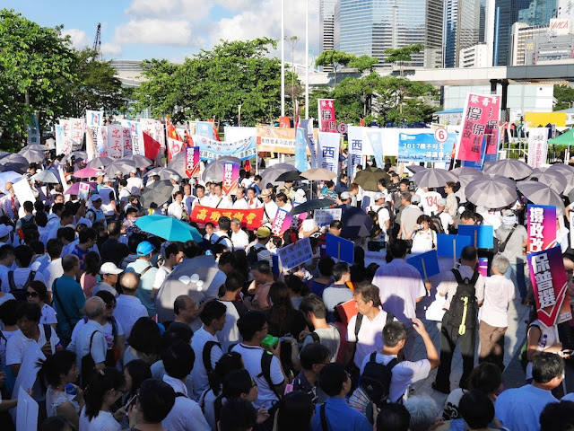 crowded pro-government rally