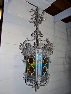 Антикварный фонарь. 19-й век. Ковка, цветное стекло. 127/50 см. 2700 евро.