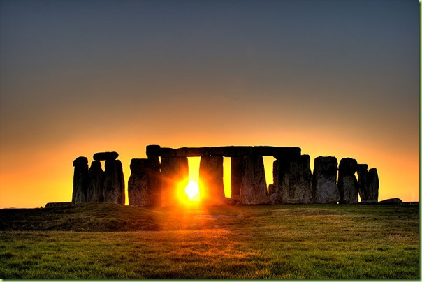 aStonehenge_sun-photo-copyright-flickr-user-Simon-Wakefield-2008