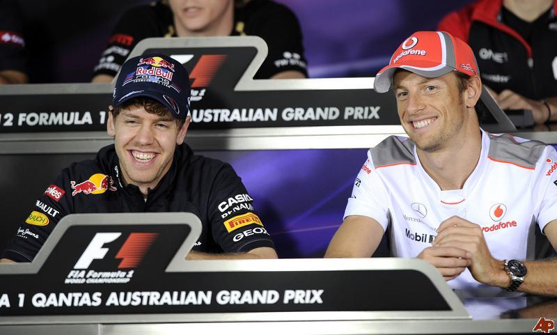 смеющиеся Себастьян Феттель и Дженсон Баттон на пресс-конференции в четверг на Гран-при Австралии 2012