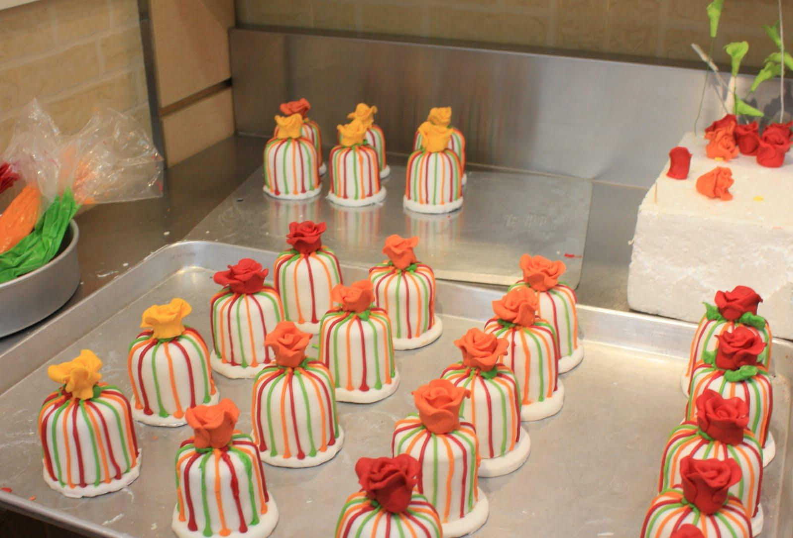 miniature cakes wedding