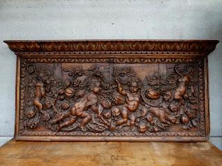 Резная настенная панель. 19-й век. 167/82 см. 4900 евро.