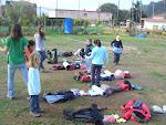 Los Castores juegan a una carrera de mochilas