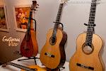 Feliz encuentro de este maestro luthier en Valencia. Guitarras muy bien trabajadas con una sonoridad estupenda. Bravo por vuestro trabajo. Madera, tiempo, silencio... y arte.
