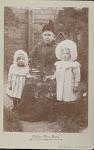 Catharina Maria Lem met kleinkinderen