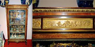 Красивая витрина в стиле Ф.Линке. Орех, палисандр, позолоченная бронза, маркетри. 98/48/195 см. 10000 евро.