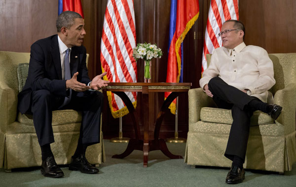 Image of Obama and Aquino Bilateral Meeting During APEC