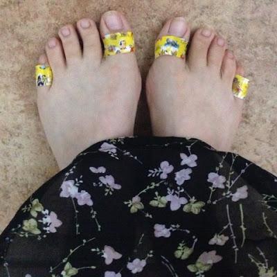 Füße mit Pflaster