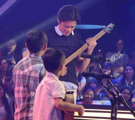 Bohol Brothers teach Bamboo how to play diwdiw in The Voice Kids 2