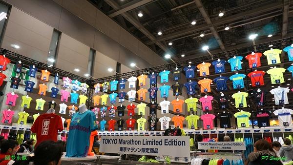 各种款式的Asics限量版衣服