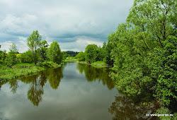 Řeka je v tomto úseku klidná, meandrující, pokud není v řečišti padlý strom, nehrozí žádné nebezpečí.