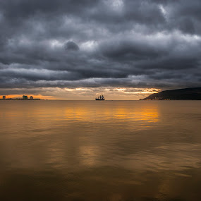 Setúbal com vista para Tróia by Tempo Cativo Paulo Borges - Landscapes Sunsets & Sunrises ( anoitecer, travessia, navio, sunsete, troia, setúbal, barco, photography, pôr do sol, entardecer )