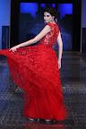 Vestido de encaje en tono sangre de buey. Gentileza: Express News