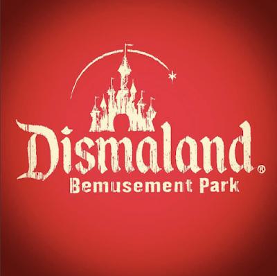 Conheça Dismaland, o parque dos desastres O misterioso artista/grafiteiro britânico Banksy, vai inaugurar seu parque de diversões intitulado Dismaland - Bemusement Park, um festival de arte inspirado em parques de diversões que satiriza a Disneyland.