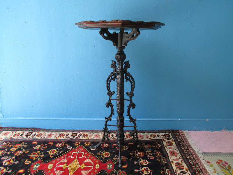 Classical Pedestal Table