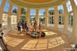 V roce 1789 byl poprvé zakryt dřevěným pavilónem s mříží a voda byla z hygienických důvodů svedena do jímací nádrže.