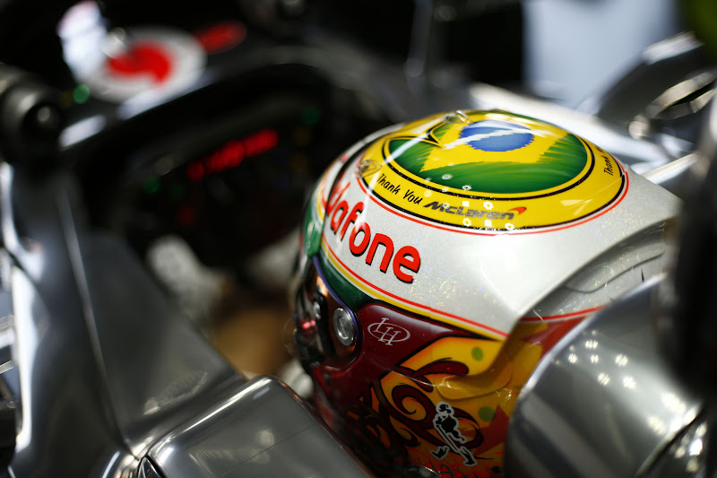 карнавальный шлем Льюиса Хэмилтона для Гран-при Бразилии 2012