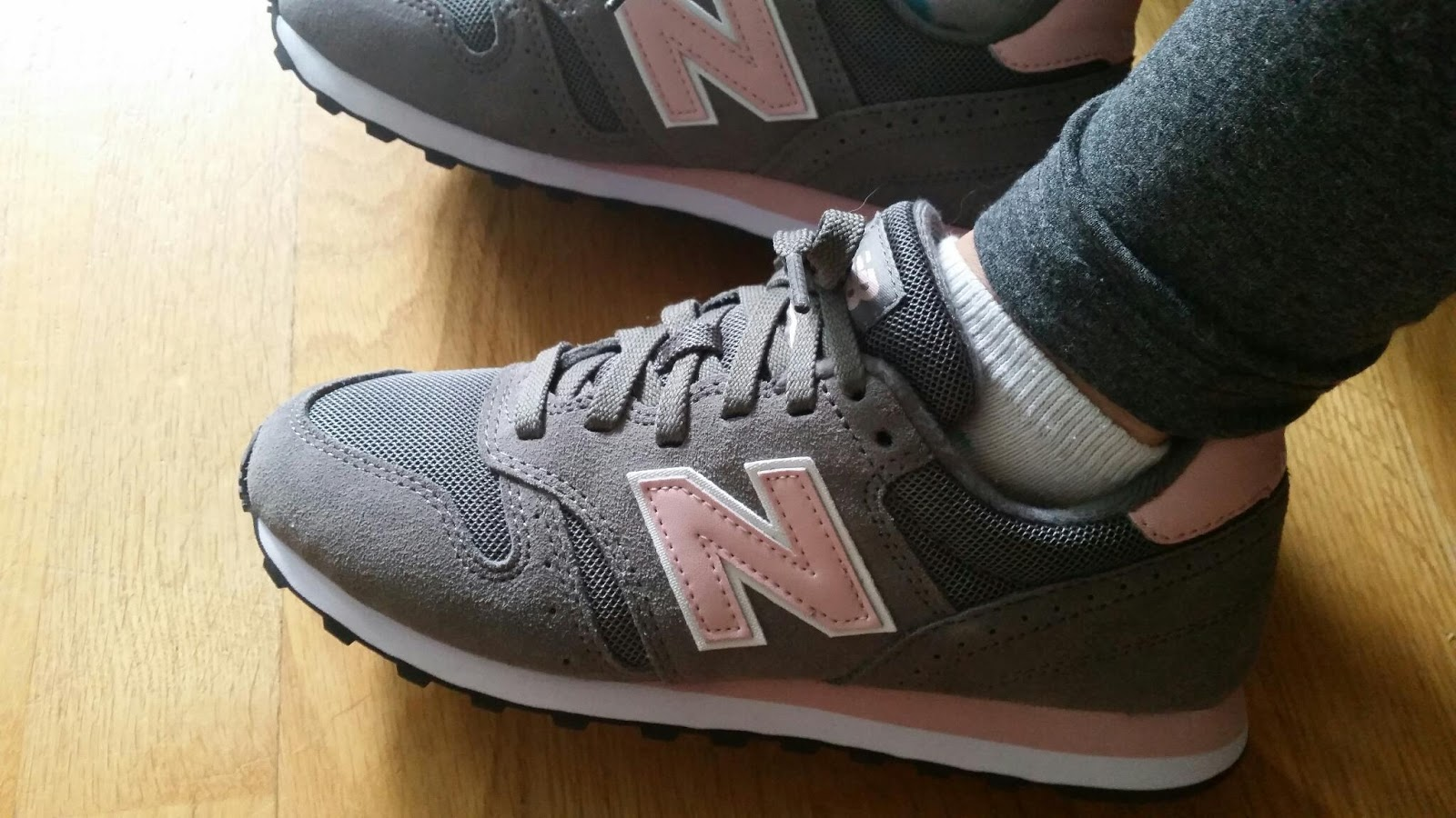 new balance 373 na nodze