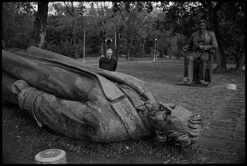 fallen-monument-park-7