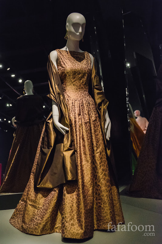 Oscar de la Renta, Custom evening ensemble: dress and wrap, 2000.