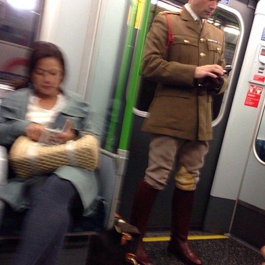 londona-metro-chudiki-kartinki-idiotizmy_9080375253