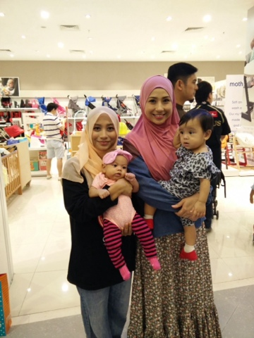 Mommy bersama Irma Hasmie
