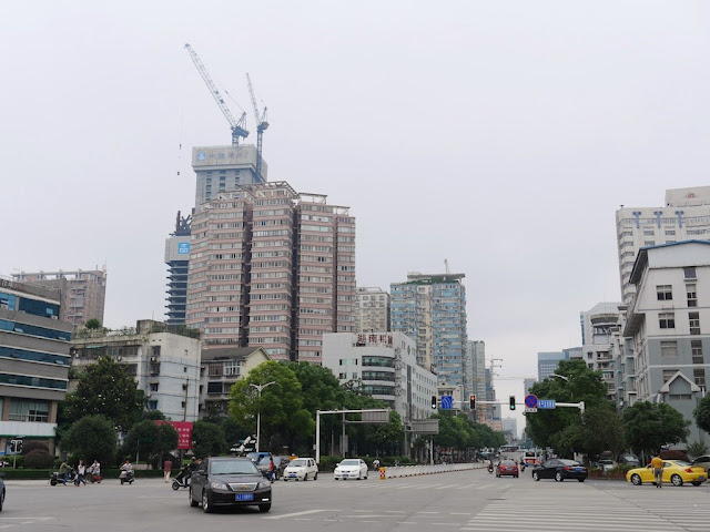 intersection of Remin West Road and Cai'e South Road in Changsha on less polluted day