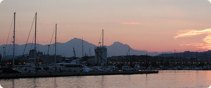 abruzzo Pescara_Jachthafen_schlafende_frau